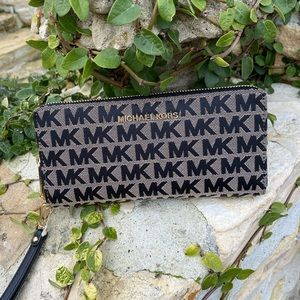 NWT Michael Kors signature LG Continental wallet